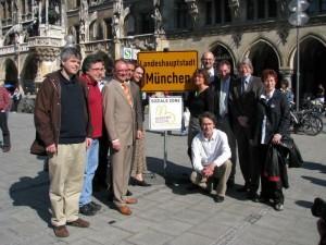 """Bislang beteiligen sich 21 Organisationen an """"München sozial - wir halten die Stadt zusammen"""". Das Foto wurde auf der Auftakt-Pressekonferenz am 7. April vorm Münchner Rathaus gemacht."""